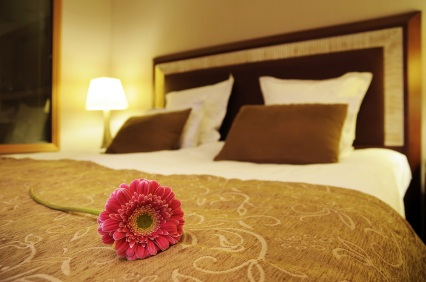 Designing the perfect bedroom for a female to attract love - Perfect feng shui bedroom ...